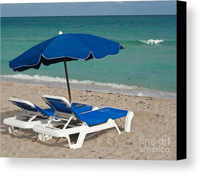 Florida Canvas Print featuring the photograph Beachtime by Barbara McMahon