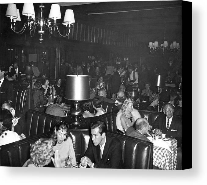 1960 Canvas Print featuring the photograph Chasen's Hollywood Restaurant by Underwood Archives