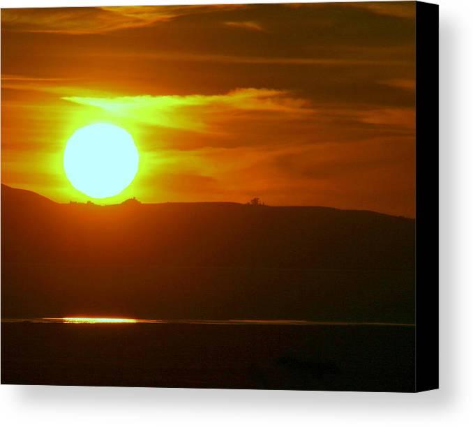 Mount Tamalpais Canvas Print featuring the photograph Sunset Over Mount Tamalpais by Kerry Reed