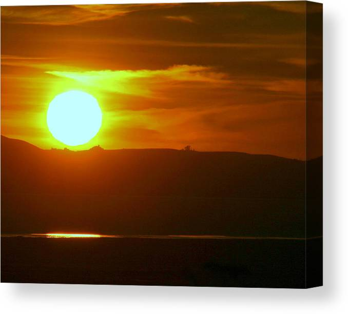 Mount Tamalpais Canvas Print featuring the photograph Sunset Over Mount Tamalpais by Kerry Reed