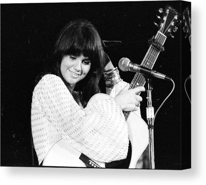 Music Canvas Print featuring the photograph Photo Of Linda Ronstadt 20 by Michael Ochs Archives