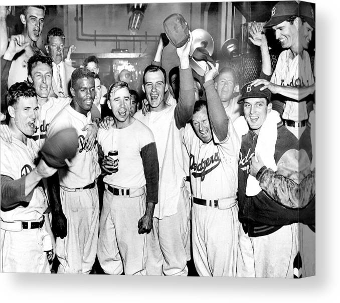 Horizontal Canvas Print featuring the photograph Dodgers Celebrate In The Clubhouse by New York Daily News Archive