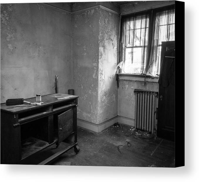Abandoned House Canvas Print featuring the photograph Abandoned House Wilson Nc 0012 by Rob Crawford