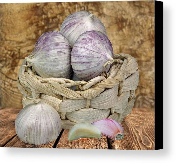 Garlik Canvas Print featuring the photograph Garlic In The Basket by Manfred Lutzius