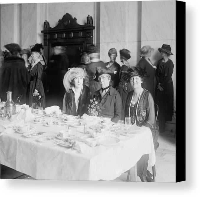 History Canvas Print featuring the photograph First Lady Florence Harding 1860-1924 by Everett