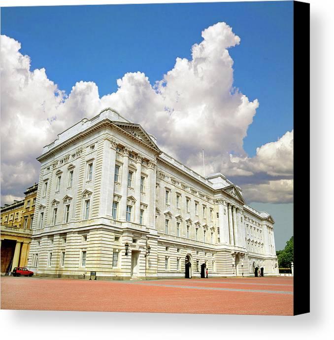 Buckingham Palace Canvas Print featuring the photograph Buckingham Palace by Buddy Mays