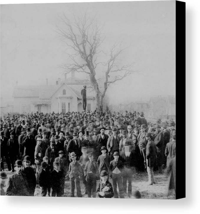 History Canvas Print featuring the photograph 1000 People Gather To See The Body Of by Everett