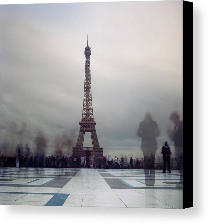 Horizontal Canvas Print featuring the photograph Eiffel Tower And Crowds by Zeb Andrews