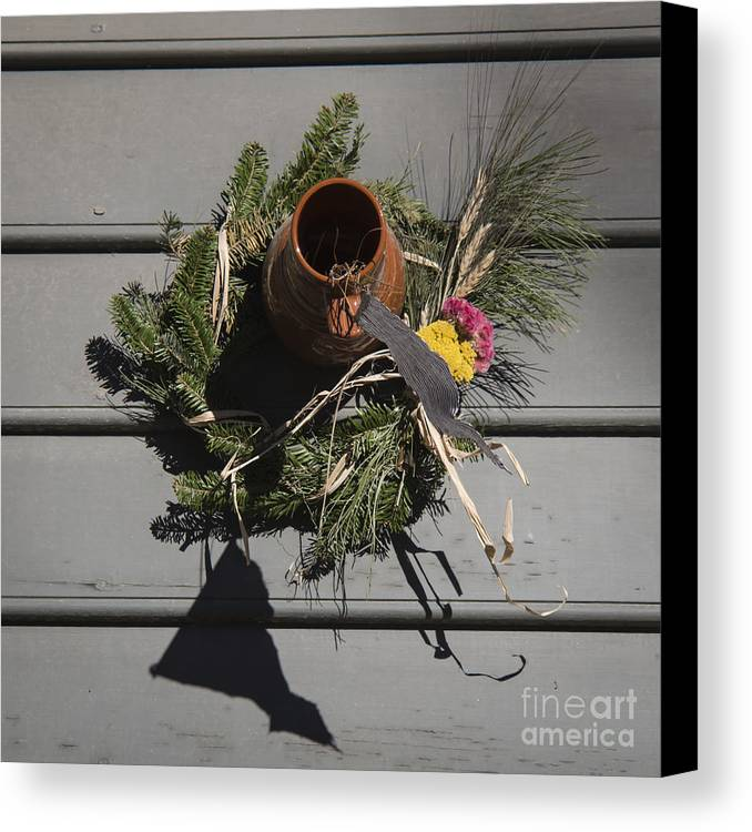 Colonial Canvas Print featuring the photograph Williamsburg Bird Bottle 2 by Teresa Mucha