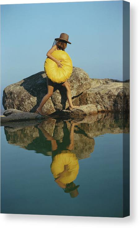 Costa Smeralda Canvas Print featuring the photograph Finding A Spot by Slim Aarons