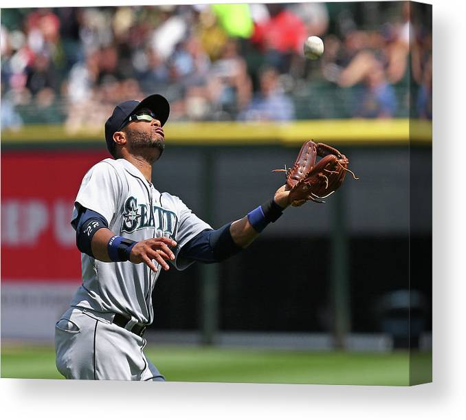 American League Baseball Canvas Print featuring the photograph Seattle Mariners V Chicago White Sox by Jonathan Daniel