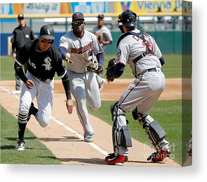 Second Inning Canvas Print featuring the photograph Minnesota Twins V Chicago White Sox by Jon Durr