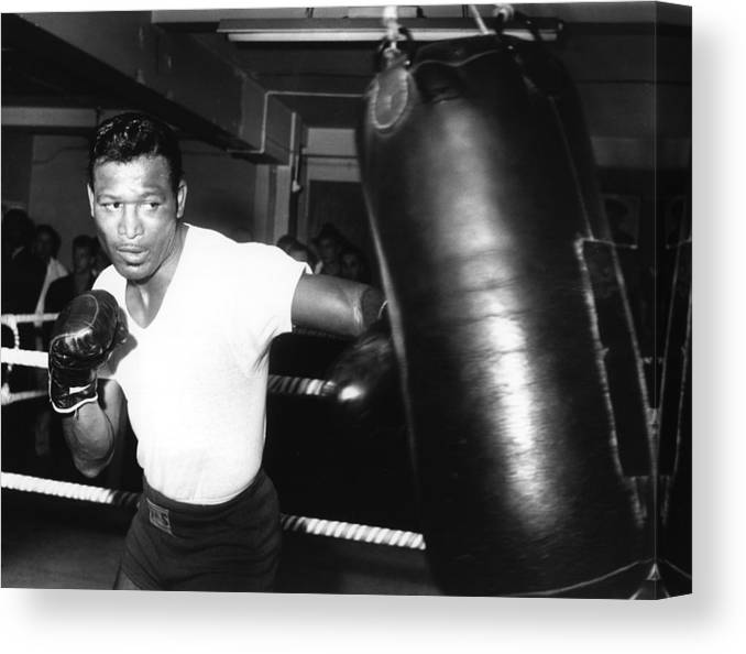 Event Canvas Print featuring the photograph 1962 Boxing by Hulton Archive
