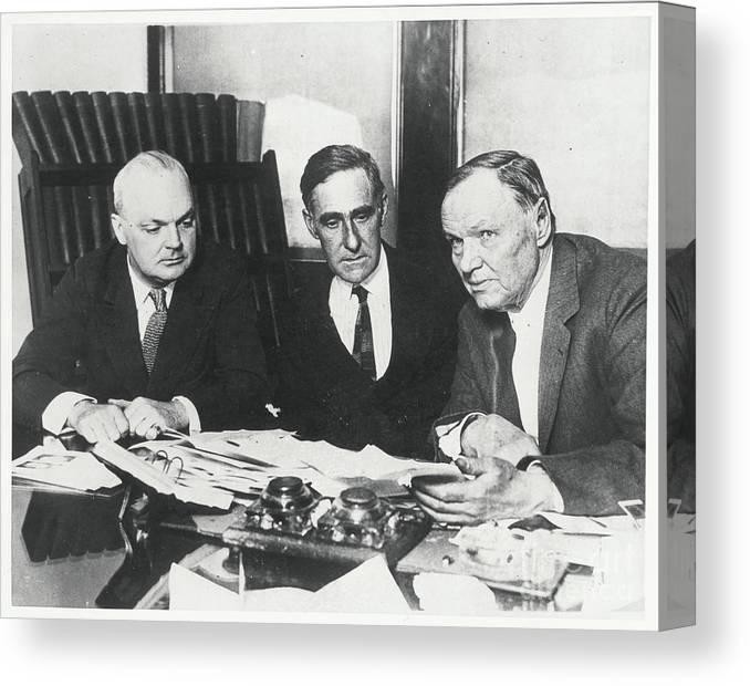 People Canvas Print featuring the photograph Dudley Field Malone With Clarence Darrow by Bettmann