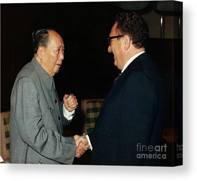 People Canvas Print featuring the photograph Henry Kissinger Meeting Mao Tse-tung by Bettmann
