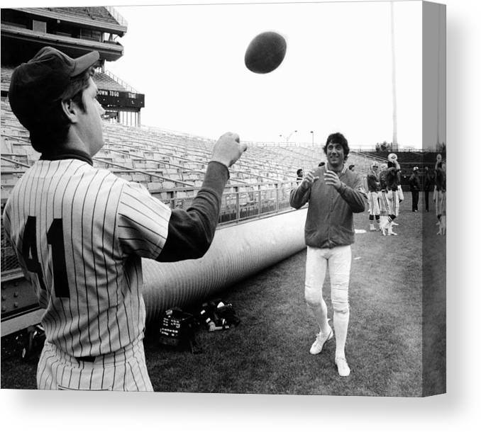 American League Baseball Canvas Print featuring the photograph Mets Tom Seaver Warms Up Jets Joe by New York Daily News Archive