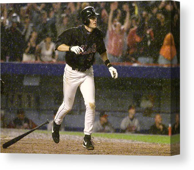 Robin Ventura Canvas Print featuring the photograph New York Mets Robin Ventura Connects by New York Daily News Archive