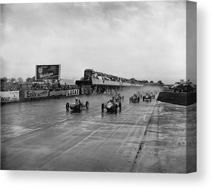 1950-1959 Canvas Print featuring the photograph Racing In The Rain by Central Press