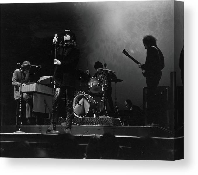Rock Music Canvas Print featuring the photograph The Doors At The Filmore East by Fred W. McDarrah