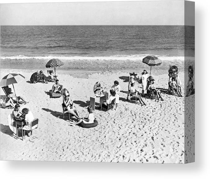 1930s Canvas Print featuring the photograph Hair Salon On The Beach by Underwood Archives