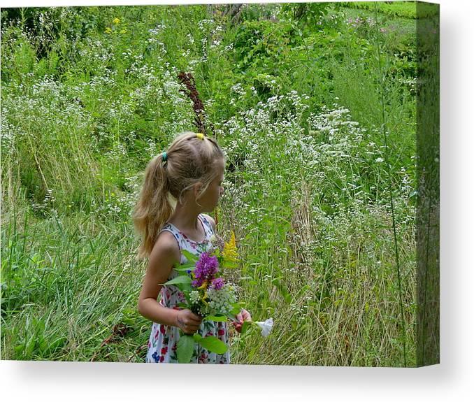 Flower world by Lyuba Filatova