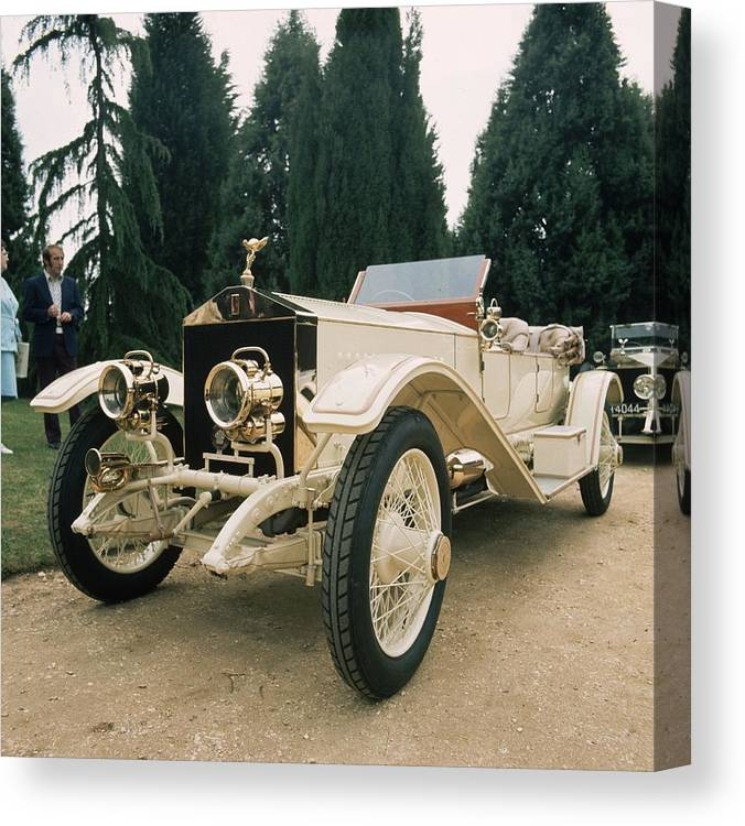 Rolls Royce Canvas Print featuring the photograph Rolls Royce by Graham French