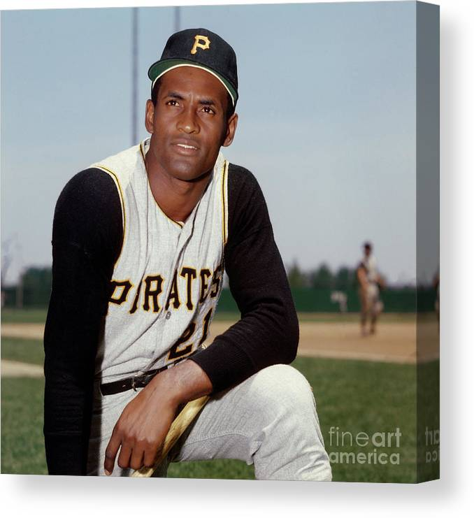 National League Baseball Canvas Print featuring the photograph Roberto Clemente by Louis Requena