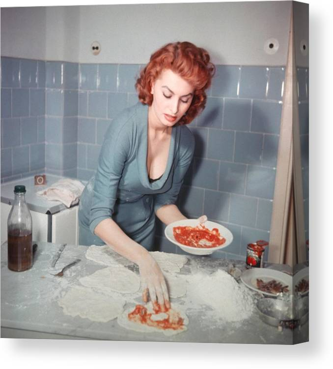 People Canvas Print featuring the photograph Sophia Loren by Archive Photos