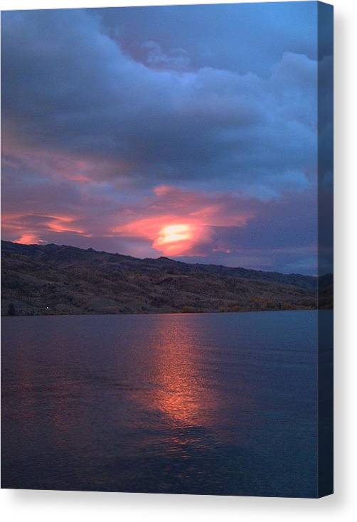 Suning Sunrise Canvas Print featuring the photograph Morning Sunrise by Joyce Woodhouse