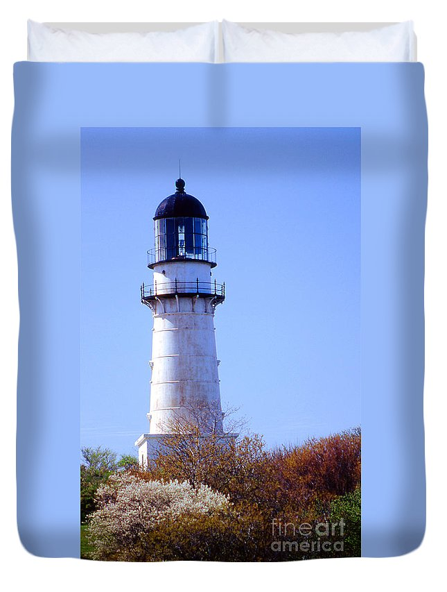 Lighthouses Duvet Cover featuring the photograph Cape Elizabeth Lighthouse by Skip Willits