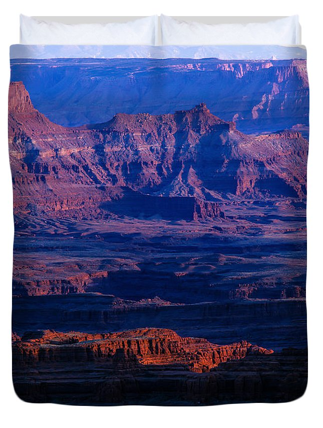 Afternoon Sun Duvet Cover featuring the photograph Needles Overlook by Tracy Knauer