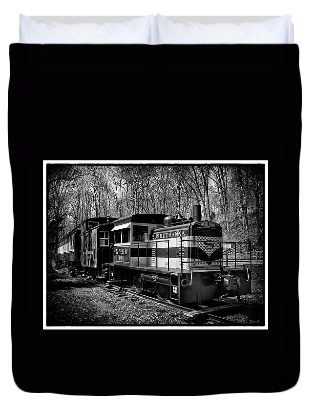 Duvet Cover featuring the photograph Susquehanna by Wayne Gill
