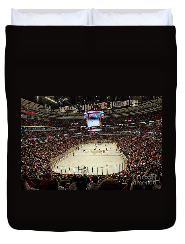 Chicago Duvet Cover featuring the photograph 0616 The United Center - Chicago by Steve Sturgill