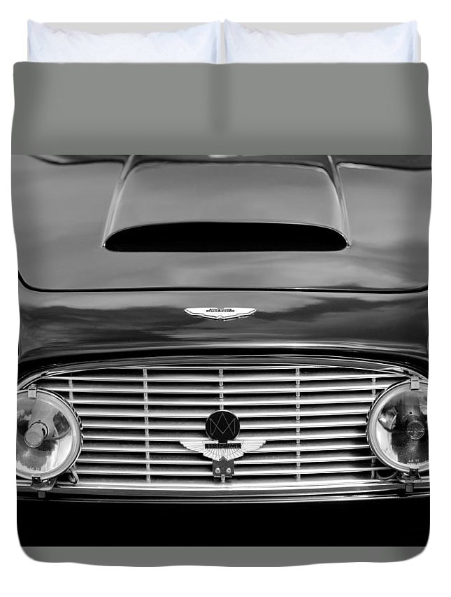 1963 Aston Martin Db4 Series V Vantage Gt Grille Duvet Cover featuring the photograph 1963 Aston Martin Db4 Series V Vantage Gt Grille by Jill Reger