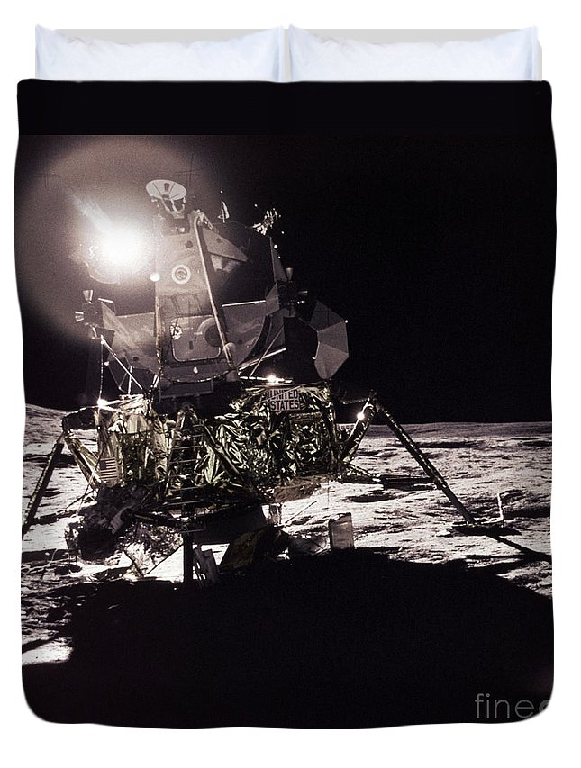 Transport Duvet Cover featuring the photograph Apollo 17 Moon Landing by Science Source