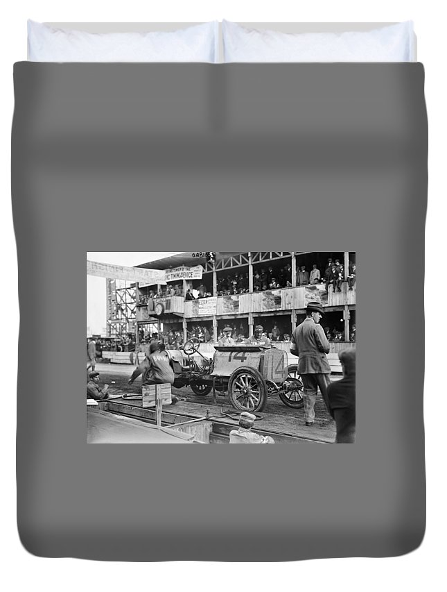 1910 Duvet Cover featuring the photograph Auto Racing, 1910 by Granger