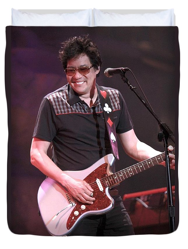 Duvet Cover featuring the photograph Big Head Todd - Todd Mohr by Concert Photos