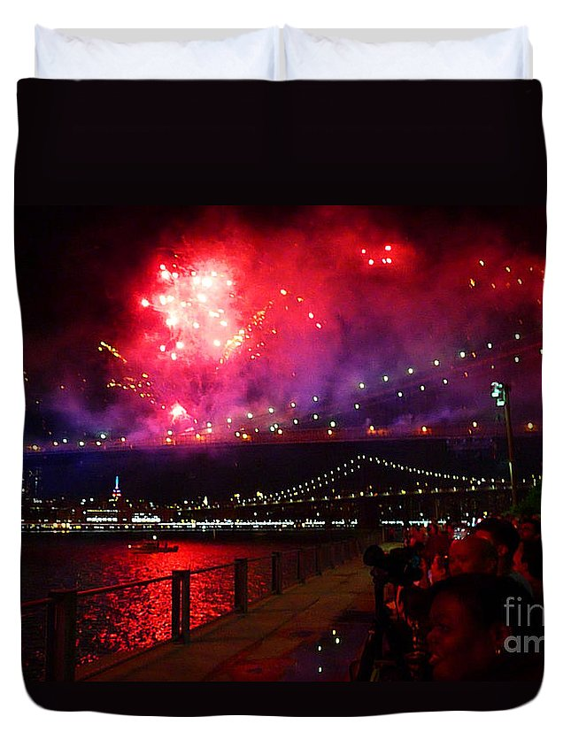 Fireworks Duvet Cover featuring the photograph Brooklyn Bridge Fireworks by Kendall Eutemey