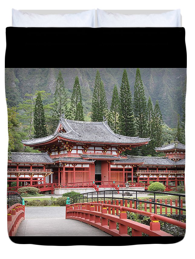 Kaneohe Duvet Cover featuring the photograph Byodo-in Temple by Kelly Headrick