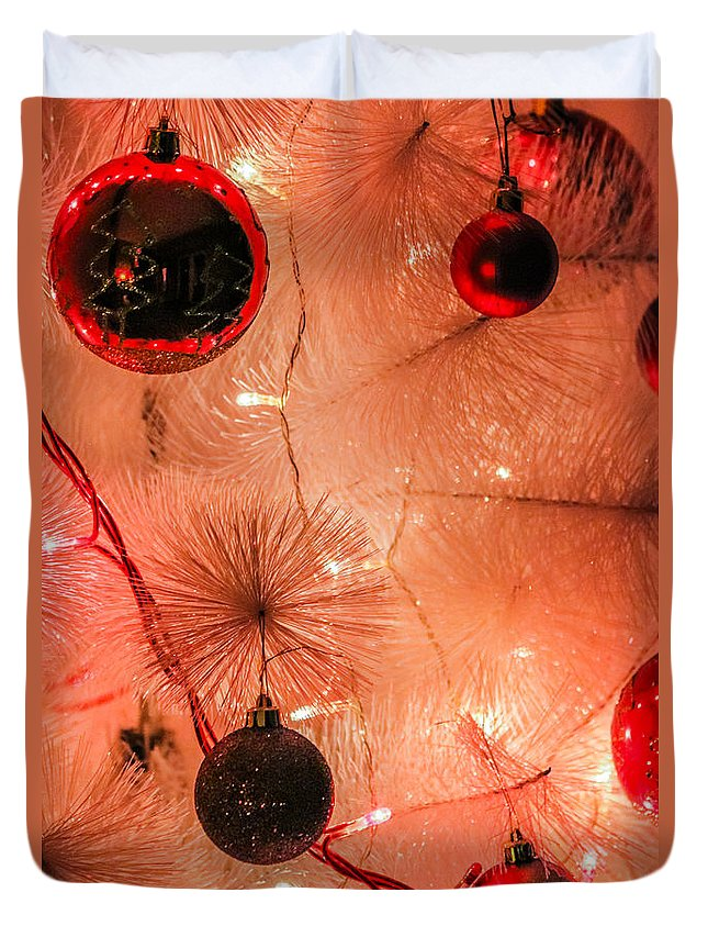 Christmas Duvet Cover featuring the photograph Christmas Tree by Ernesto Santos