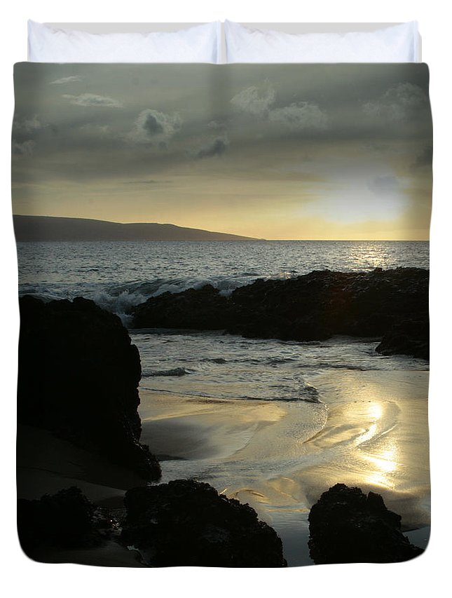Aloha Duvet Cover featuring the photograph Dare To Live Your Dream by Sharon Mau