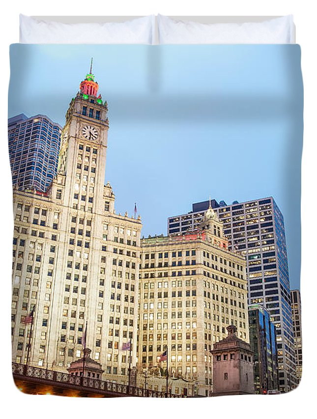Architecture Duvet Cover featuring the photograph Downtown Chicago View by Jess Kraft
