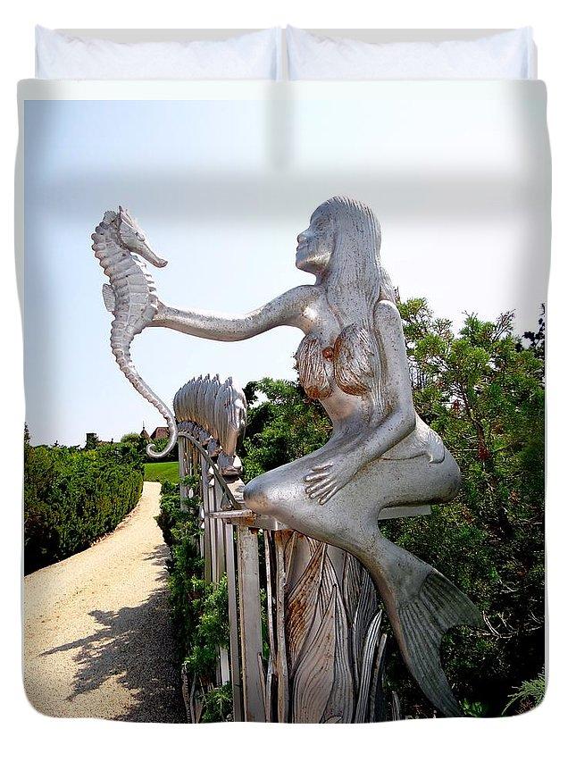 Mermaids Duvet Cover featuring the photograph Hamptons Hideaway by Ed Weidman