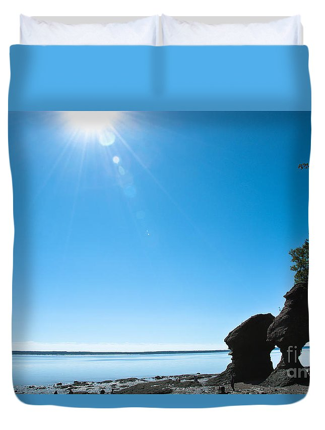 Duvet Cover featuring the photograph Hopewell Rocks by Cheryl Baxter