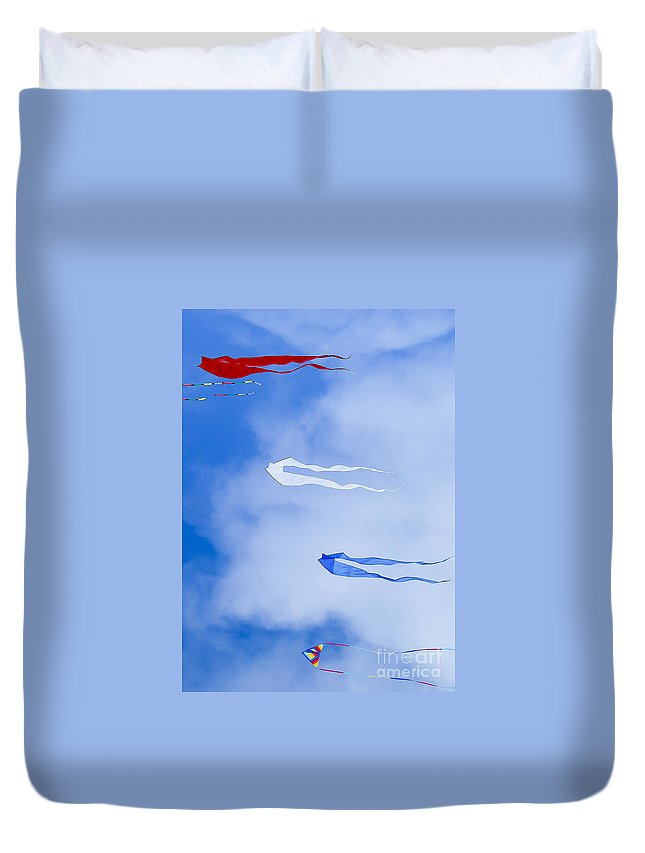 Kites Duvet Cover featuring the photograph Kites On Ice by Steven Ralser