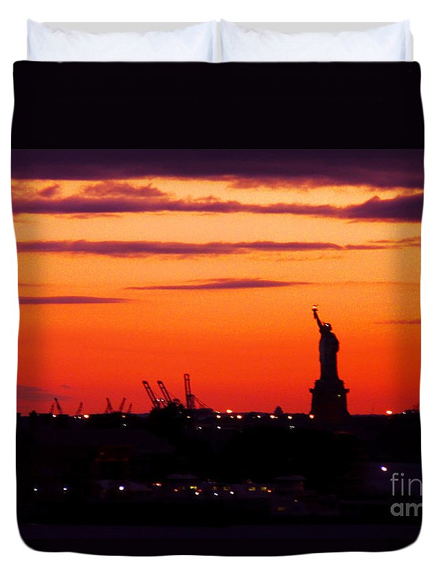 Statute Of Liberty Duvet Cover featuring the photograph Lady Liberty Bids Adieu by Kendall Eutemey