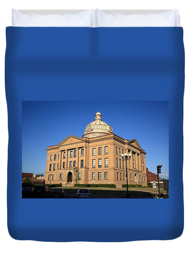 66 Duvet Cover featuring the photograph Lincoln Illinois - Courthouse by Frank Romeo