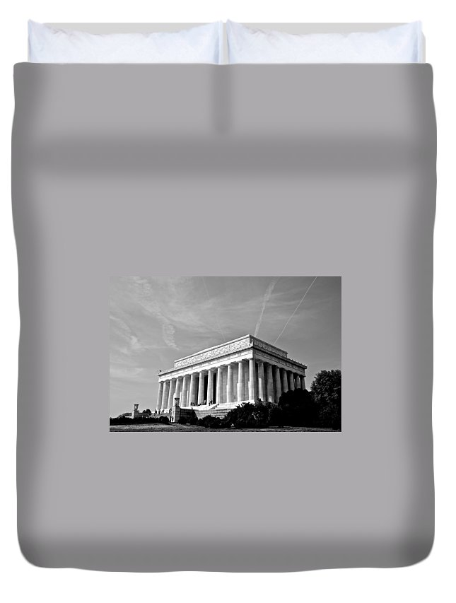 Abraham Lincoln Duvet Cover featuring the photograph Lincoln Memorial by Eric Tressler