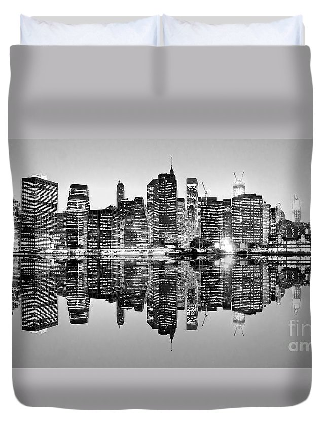 Usa Duvet Cover featuring the photograph Manhattan Bw by Luciano Mortula