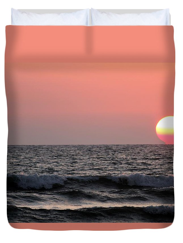 Ocean Duvet Cover featuring the photograph Maui Sunset by Pharaoh Martin